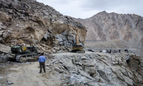 INDIE / Ladakh / Kardung La / droga chwilowo zamknięta...