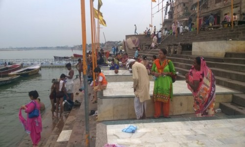 INDIE / Uttar Pradeś / Varanasi / Pielgrzymi na ghatcie Dashashwamed