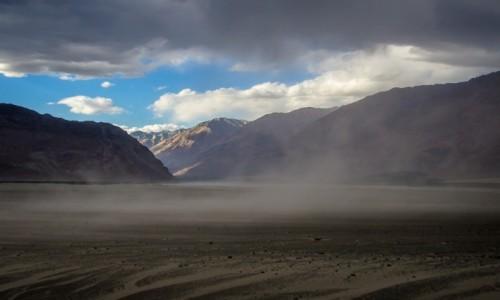 Zdjęcie INDIE / Ladakh / Dolina Nubry  / zadymka...