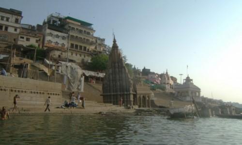 Zdjecie INDIE / Uttar Pradeś / Varanasi / Słynna pochyła świątynia  Ratneshwar Mandev