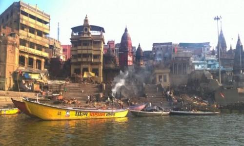 Zdjecie INDIE / Uttar Pradeś / Varanasi / Ghat Manikarnika w Varanasi