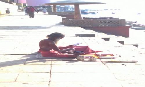 Zdjecie INDIE / Uttar Pradeś / Varanasi / Sadhu na ghatach