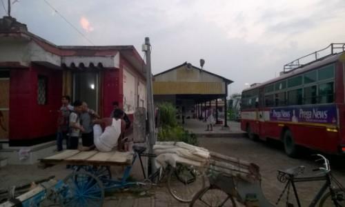 Zdjecie INDIE / Uttar Pradeś / Sonauli / Dworzec autobusowy w Sonauli