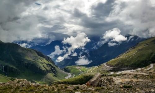 Zdjecie INDIE / Himachal Pradesh / Rohtang La / z chmur...