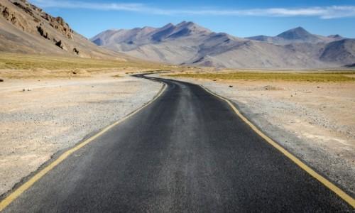 Zdjęcie INDIE / Ladakh / poniżej Taglang La / highway...