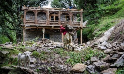 Zdjecie INDIE / Himachal Pradesh / Old Manali / budowa...