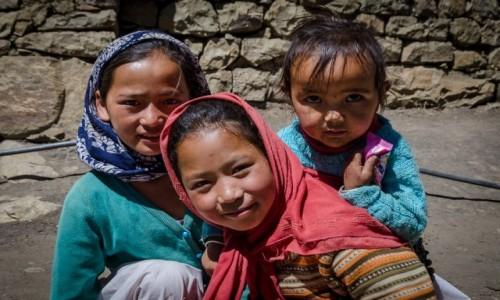INDIE / Himachal Pradesh / Demul / zrób nam foto...