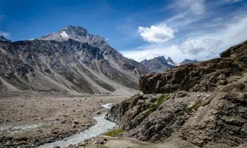 Zdjecie INDIE / Himachal Pradesh / dolina rzeki Ćanab / nad rzeką...