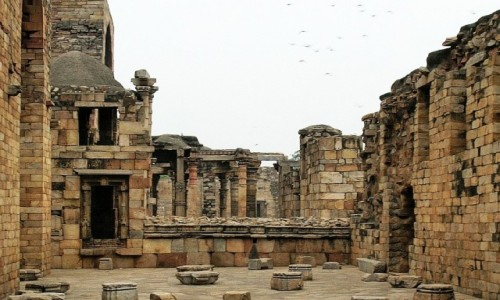 Zdjęcie INDIE / Delhi / Lal Kot  / hinduistyczna świątynia z XI wieku