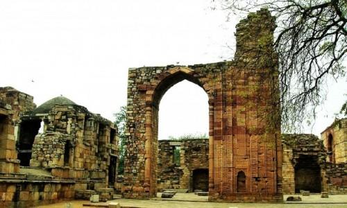 Zdjęcie INDIE / Delhi / Lal Kot  / grobowce władców dynastii niewolniczej