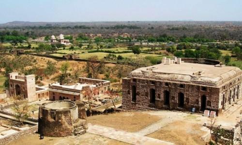 Zdjecie INDIE / Madhja Pradesh / Gwalior / twierdza Man Mandir - stajnie dla słoni