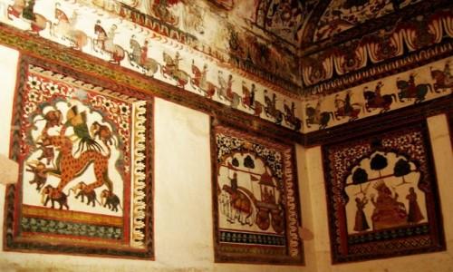 Zdjecie INDIE / Madhja Pradesh / Orchha / freski w Raj Mahal