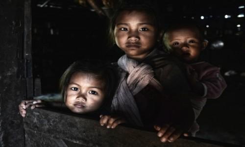 INDIE / Nagaland / wieś Longkhum / Potomkowie łowców głów (plemię Konyak)