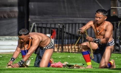 Zdjecie INDIE / Nagaland / Kohima, Kisama / Festiwal HORNBILL, występy, zawody w rozpalaniu ognia