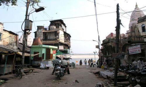 Zdjęcie INDIE / Uttar Pradesh / Benares / Moja ulubiona architektura chaosu - nad brzegiem Gangesu