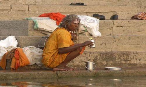 Zdjecie INDIE / Uttar Pradesh / Benares / Lady Ganges - cóż wypatrujesz w oddali najdroższa?czy to wschód słońca czy wspomnienie..:)