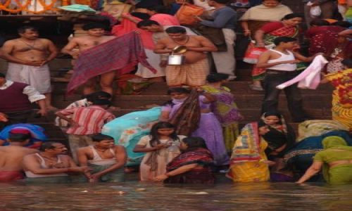 Zdjecie INDIE / brak / Varanasi / Porannna kapiel w Gangesie
