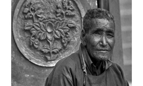 Zdjecie INDIE / Ladakh / Dolina Nubry / Staruszek