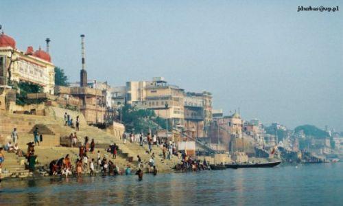 Zdjecie INDIE / Uttar Pradesh / Benares / Waranasi / Panorama Benares z Gangesu
