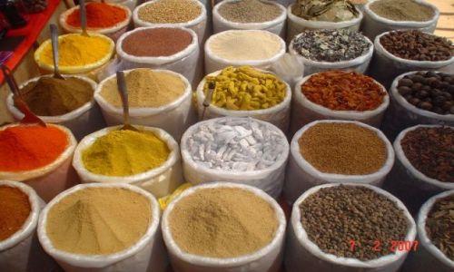 Zdjecie INDIE / Kerala   i inne / na targu w Anjunie / INDYJSKIE KOLORY