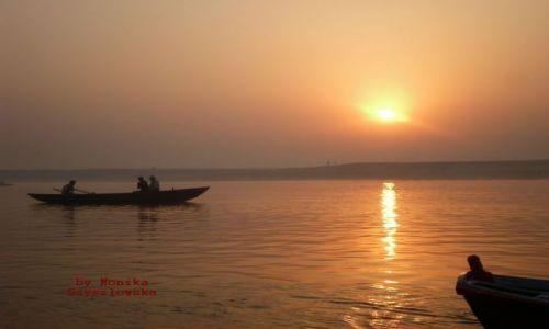 Zdjecie INDIE / brak / Varanasi / o wschodzi słoń