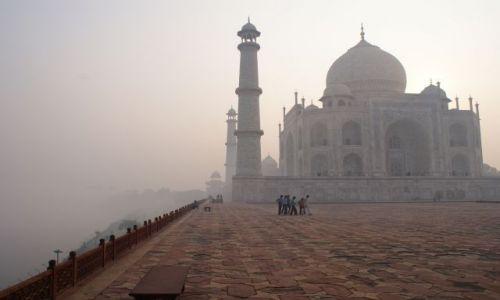Zdjecie INDIE / Uttar Pradesh / Agra / Tadż Mahal o wschodzie słońca
