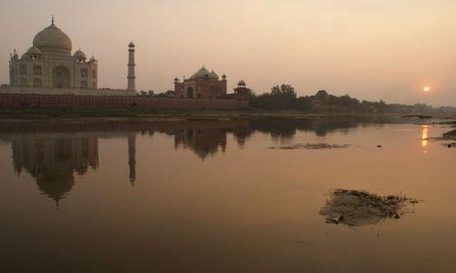 Zdjecie INDIE / Uttar Pradesh / Agra / Tadż Mahal o zachodzie słońca