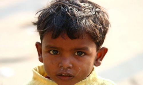 Zdjecie INDIE / Varanasi / Varanasi / dzieci Indii