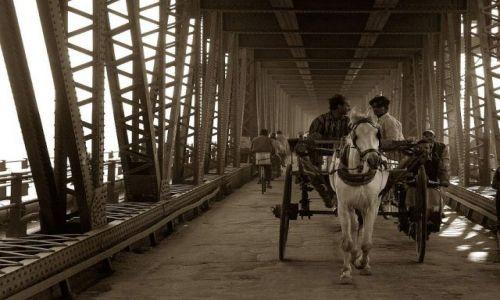 Zdjecie INDIE / Radżastan / Agra / Na moście
