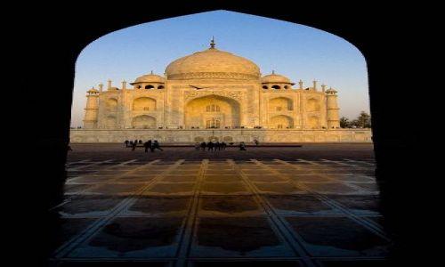 Zdjecie INDIE / Agra / Taj Mahal / Widok z bramy