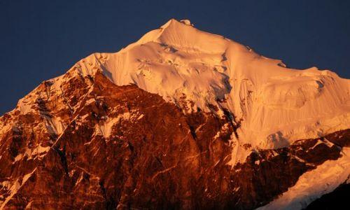 INDIE / sikkim / rejon Kangdzendzongi / Pandim 6691m  o zachodzie słońca