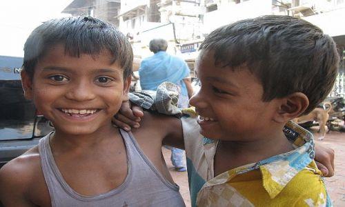 INDIE / Maharastra / Bombaj / dzieci z Bombaju