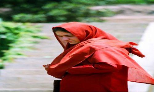 Zdjecie INDIE / brak / Indie / Kobieta w czerwonym