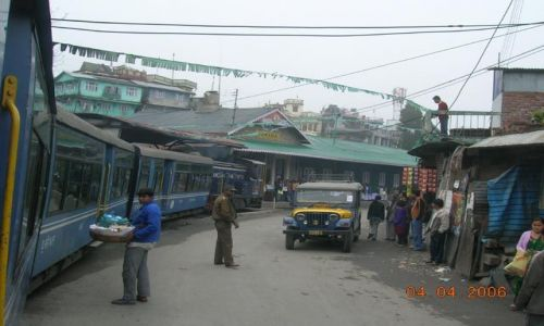 INDIE / Bengal Zachodni / Trasa Darjeeling - Siliguri / przejazd przez miasto