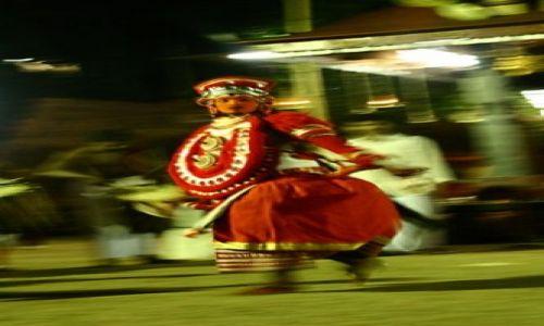 Zdjecie INDIE / północna Kerala / okolice Kannur / miedzy ludźmi a bogami