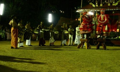 Zdjecie INDIE / północna Kerala / okolice Kannur / Theyyam w pełne