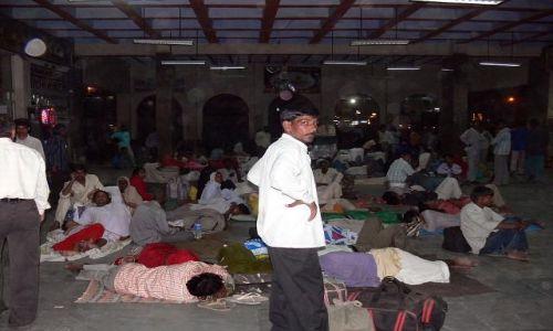 INDIE / Indie / Gorakhpur / Dworzec w Gorakhpur
