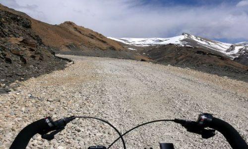 Zdjęcie INDIE / Himalaje / Ladakh / Droga na przełęcz Tanglang La 5328m.n.p.m.,