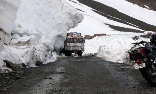 Zdjecie INDIE / Himalaje / Himachal Pradesh / Droga na Baralacha La 4982m. n. p. m.