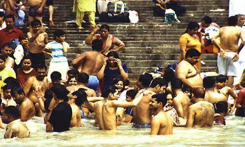 INDIE / brak / Haridwar / kąpiel w Gandze