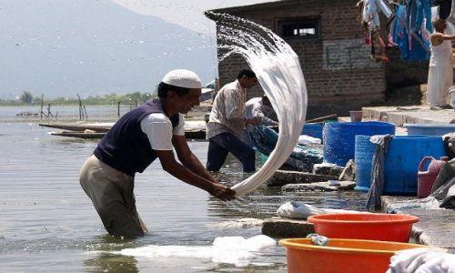 Zdjęcie INDIE / Kaszmir / Srinagar / Jezioro Dal czyli pralnia Kaszmiru