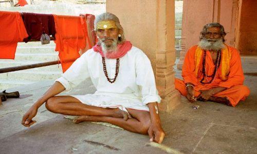 INDIE / brak / Varanasi / sadhu nad Gangą