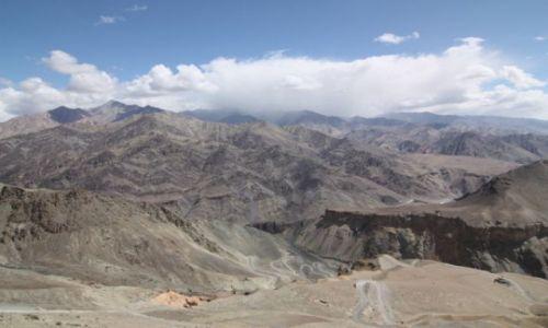 Zdjecie INDIE / Kaszmir/Ladakh / Okolice prze��czy Fotu La / Autobusem TATA