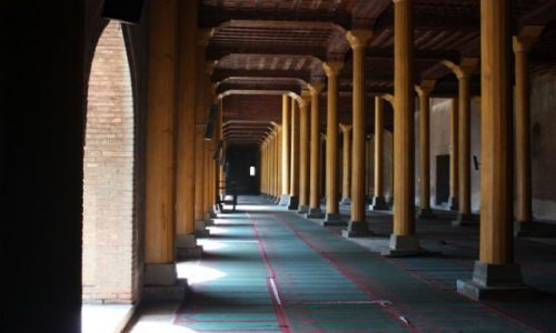 Zdjecie INDIE / Kaszmir / Srinagar - meczet Jama Masjid / Pusty meczet