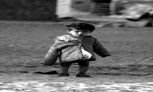Zdjecie INDIE / wioska przy Jasalmer / Indie / dzieciaczek