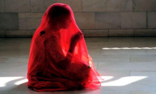 Zdjecie INDIE / uttar Pradesh / Mathura / modląca się