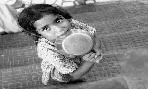 Zdjęcie INDIE / północ / Amritsar, Punjab / słodka sikhijska dziewczynka