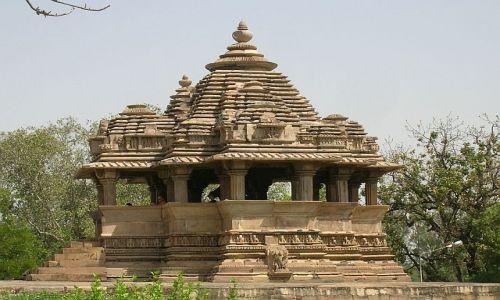 INDIE / Madhja Pradesh / Khajuraho / Świątynia 2 - grupa zachodnia