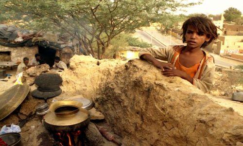 Zdjęcie INDIE / Rajasthan / Jaisalmer / osada na peryferiach miasta