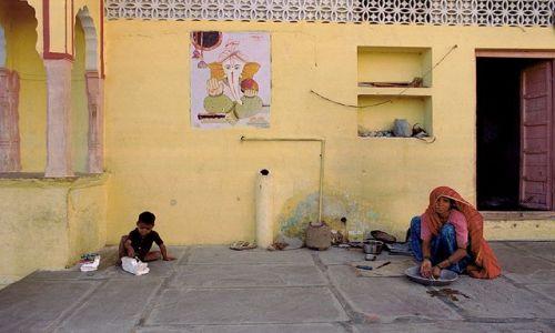 Zdjecie INDIE / Rajasthan / Udaipur / scena z ulicy